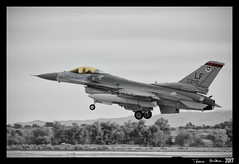THERE'S GOLD IN THEM THAR CANOPIES (machtwoimages) Tags: f16 f16fightingfalcon rsaf republicofsingaporeairforce usaf lukeafb lukeairforcebase 425thfs 425thfsblackwidows forgingsabre forgingsabre2017 planespotting aviation canonrebelt2i canonrebel monochrome blackandwhite 425thfightersquadron 940270