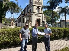 Pe Carlos entrega abaixo assinado com 500 assinaturas reivindicando revitalização nas ruas Vitorio João Brunor, Pe José Goral e Antônio Krainisk