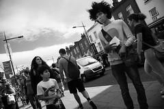 ¡Y yo con estos pelos! - And me with these hairs! (Jose_Pérez) Tags: street streetphoto urban londres london blackandwhite blancoynegro byn bn pelos