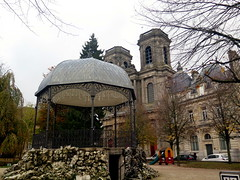 St.Mammes cathedral and kiosk in Langre (Sokleine (back home)) Tags: kiosque kiosk cathedral cathédrale belleépoque catholic metallic langres heritage frenchheritage hautemarne grandest champagneardennes france