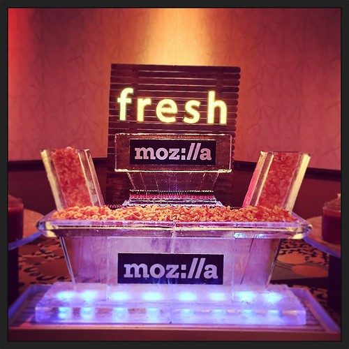 @hiltonaustintx really knows how to take care of their guests! @mozillagram will be enjoying this seafood #icebar tonight! #fullspectrumice #custom #branding #thinkoutsidetheblocks #brrriliant - Full Spectrum Ice Sculpture