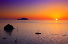 Moon River (Gio_ guarda_le_stelle) Tags: eolie sunset italy islands clapton moonriver quiete tramonto pollara isole ballad water seascape seaside shoere sail vele corrente acqua sicilia alicudi salina orizzonte