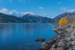 Twin Lakes Blue Hour (Joseafc) Tags: twinlakes colorado lakes bluehour landscape landscapephotography mountains fall autumn