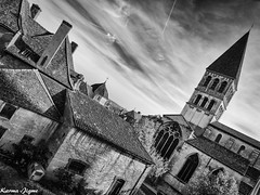 Abbaye Saint-Philibert de Tournus (karmajigme) Tags: abbaye saintphilibert abbey monastery tournus monastère bourgogne france travel monochrome blackandwhite monument noiretblanc architecture