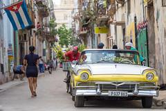 A typical street in La Habana (Geraint Rowland Photography) Tags: cuba cubanflag lahabana havana capitalofcuba cubans streetphotography streetscenes thestreetofhavana travelphotographyincuba cubantravel latinos latinamerica classiccars cubancars travelphotographytoursbygeraintrowland flags capitalsoftheworld streetphotographytoursincuba learnphotographyinhavana wwwgeraintrowlandcouk
