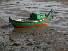 Barco na calma do tempo eterno (Hugo Albuquerque) Tags: barco barcos maré calma tranquilidade tempo natureza nature naturaleza reflexo sombra reflection shadow