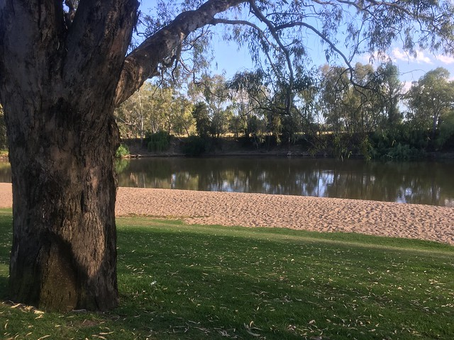 A Quiet Day at Wagga Beach