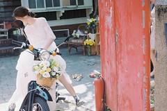 (Hsien hui Tsai) Tags: taiwan film nikon nikonem em kodak kodak200 kodakcolorplus gril bride life scooter photography filmphotography 135mm tainan 2017
