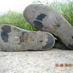92 -- Dunlop hevea Ripped Wellies -- Bottes Hevea Dunlop trouées --  Gummistiefel Undicht -- Gescheurde laarzen thumbnail