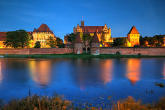 Malbork, Poland (hapulcu) Tags: malbork poland polen pologne polonia polonya polska automne autumn autunno castle herbst toamna zamek river