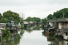 canal stillness (the foreign photographer - ฝรั่งถ่) Tags: canal stillness scene khlong thanon bangkhen bangkok thailand canon