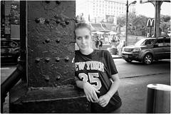 New York 25 (Steve Lundqvist) Tags: new york usa states united america manhattan stati uniti travel viaggio girl ragazza model bw urban city urbanscape portrait ny nyc persone monocromo ritratto fashion moda mood attractive beauty crossing street road fujifilm x100s crossroad streetphotography