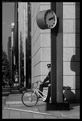 _8505431bw copy (mingthein) Tags: thein pnn ming photohorologer mingtheincom availablelight bw blackandwhite monochrome japan street streetphotography people life reportage pj nikon d850 afs 24120 f4 vr ii g afs24120f4vr 241204