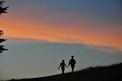 human silhouettes on Mangere Mountain (Janek Kloss) Tags: mangere mountain manukau auckland