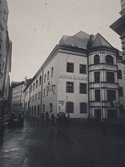 Old Hofbräuhaus (Lucadiiulio.posta) Tags: baviera monaco oldphoto germany bw white black oldpics old münchen hofbräuhaus