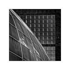 Série La Défense: n° 16 (Jean-Louis DUMAS) Tags: architecture art artist artiste artistic architect architecte building abstract abstrait sony ilca99m2 gratteciel bâtiment ciel ville fenêtre reflets reflections géométrique lignes bw noiretblanc noretblanc