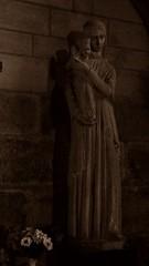 18 - Reims - Basilique Saint-Remi - Vierge du voeu (melina1965) Tags: reims marne grandest octobre october 2017 nikon d80 sculpture sculptures sépia sepia église églises church churches