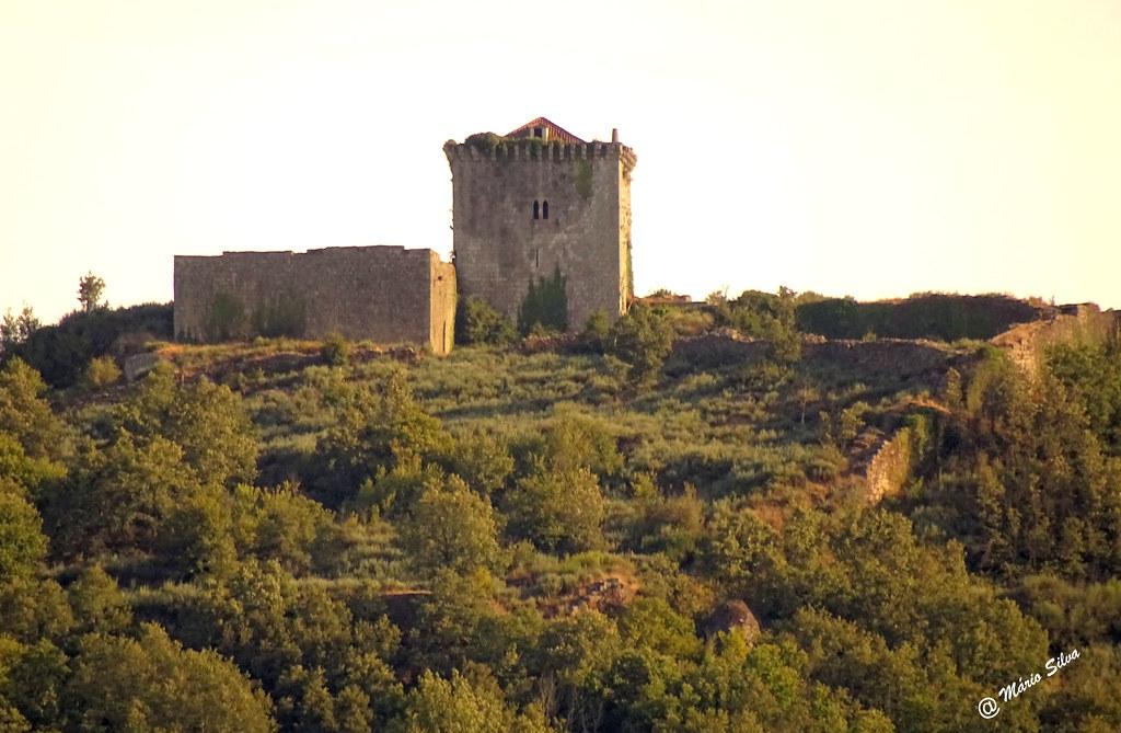 Águas Frias (Chaves) - ... Castelo de Monforte de Rio Livre no alto do Brunheiro ....