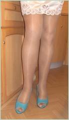 2017 - 11 - Karoll  - 933 (Karoll le bihan) Tags: escarpins shoes stilettos heels chaussures pumps schuhe stöckelschuh pantyhose highheel collants bas strumpfhosen talonshauts highheels stockings tights