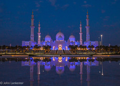 Reflecting on Sheikh Zayed grand mosque (Jhopne) Tags: abu dhabi grand mosque sheikh zayed dawn building water reflection sky colour blue purple uae dome canonef2470mmf28lusm canoneos5dmarkii platinumheartaward
