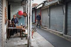 Un autre Paris #24 - La brocanteuse (Paolo Pizzimenti) Tags: café lait bar brocante femme gens autre paris paolo olympus zuiko 17mm 25mm f18 film pellicule argentique m43 mirrorless doisneau