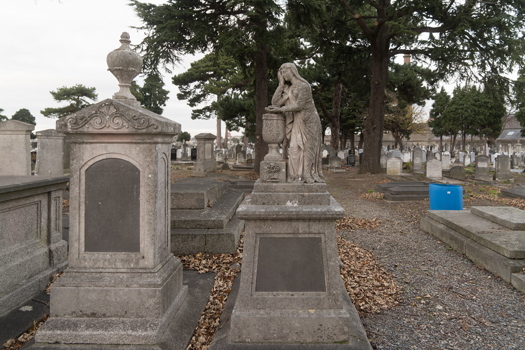 MOUNT JEROME CEMETERY IS AN INTERESTING PLACE TO VISIT [IT CLOSES AT 4PM]-134316