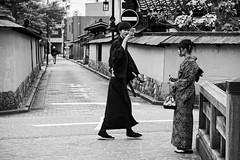 Picture taking (petrwag) Tags: sony a6500 sel1670z street bw blackandwhite blancoynegro blackwhite japan japón japon kanazawa