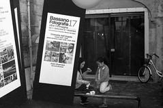 2017♦317 (ruggeroranzani_RR) Tags: analog blackandwhite 35mm film rolleisuperpan200 adoxaph09 leicam6 leicaelmarm12850 people advertisingposter grappa bassanodelgrappa bassanofotografia2017
