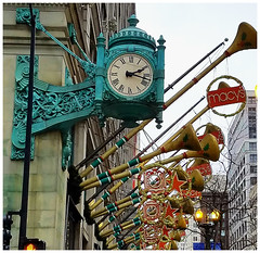 Countdown to Christmas (Sun~Lover) Tags: chicago marshallfieldco macys clock iconic statestreet illinois christmas holidays horns classic timeless architechture 10daystochristmas