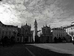 Il cielo su Torino (VauGio) Tags: torino turin sky cielo bianconero blackwhite huawei p10 leica piazzasancarlo piemonte italia italy square cof033uki cof033dmnq lacittàmetropolitanaditorinovistadavoi