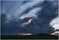 Onderdendam (Schnarp) Tags: onderdendam provinciegroningen lucht avond maan sky evening moon wolken clouds hdr pentaxk10d nederland netherlands paysbas niederlande holland