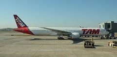 JJ B77W GRU (Luis Fernando Linares) Tags: aviation avgeek airplane aircraft airlines airport jj tam latam brasil boeing ramp b77w tripleseven twinjet widebody ge90 planespotting gru sbgr guarulhos jet