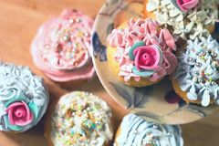 It's cupcake time! (raffaella.rinaldi) Tags: food goodfood cake cupcake colorful rose foodphotography happiness winter pink blue green cook cooking