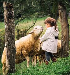 Give me a kiss, pleeeee-e-e-ase (Bai R.) Tags: funny sheep kiss arriondas asturias girl green love laugh smile