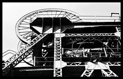Kitchener Poppet Head....TMax 400 (cupitt1) Tags: industry wheel machinery shaft mining metal industrial art film kodak monochrome eos620