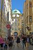 Innsbruck - Altstadt (27) (Pixelteufel) Tags: innsbruck tirol tyrol österreich austria tourismus architektur fassade gebäude altstadt innenstadt city stadtmitte stadtkern historisch restauriert erneuert geschäft geschäftshaus laden einkaufen shop shopping erker fusgängerzone gasse