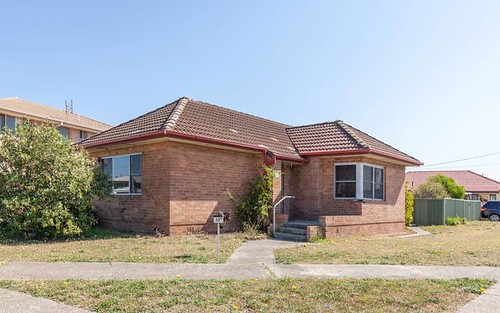 13 Booth Street, Stockton NSW