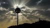 La farola tapa el sol (carlosolmedillas) Tags: sol contraluz backlight rayos rays cielo sky nubes cluds