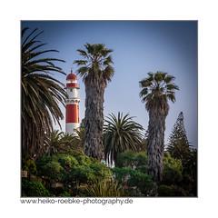 Leuchtturm unter Palmen (H. Roebke) Tags: palms architektur color quadrat namibia palmen canon40d swakopmund tamron28300mm leuchtturm farbe blau architecture 2012 rot lighthouse lightroom grün lighthousethursday
