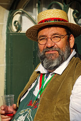 Vive le Brouilly ! (Edgard.V) Tags: paris parigi montmartre fête des vendanges vin wine portrait homme male man uomo homem barbe barba beard chapeau chapeu hat capello beaujolais
