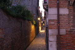 IMGP2741 (hlavaty85) Tags: benátky venezia venice alley ulička podvečer sunset