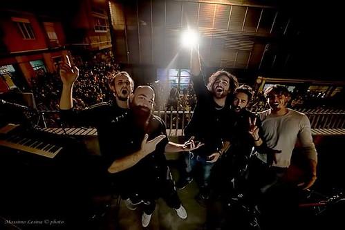Gillo mc & Sativa Roots Ensemble 🎸 #reggae #roots #rock 🎥 #elettritv #dalvivo   #cepiacelureggaeanoi #gillosativarootsensemble #live #musica 🎵 #marijuana #sottosuolo #music 🙌 #underground #concerti #umbria #ci