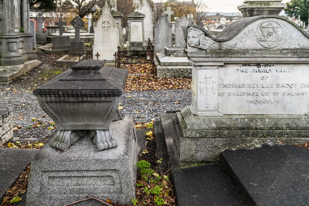 MOUNT JEROME CEMETERY IS AN INTERESTING PLACE TO VISIT [IT CLOSES AT 4PM]-134321