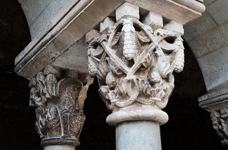 Capitell romànic del Claustre del Monestir de Sant Cugat, s. XII, Barcelona.