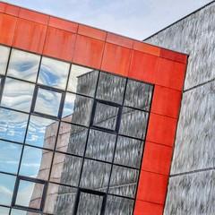 Et voilà la version carrée (Isa-belle33) Tags: architecture urban urbain city ville wall mur mirror miroir reflet reflection reflexion colors couleurs red rouge fujifilm sky ciel