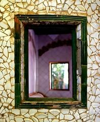 Una ventana especular (Gabriel Navarro Carretero) Tags: ventana window huertodelasbolas torrellagostera cartagena cerámica azulejos artnouveau modernismo arquitectura regióndemurcia colores colours trencadís mosaico victorbeltrí pentaxart pentax