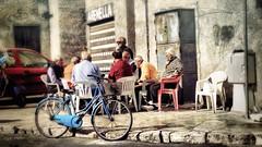 Domenica mattina (Angelo Trapani) Tags: arenella palermo borgatadimare borgatamarinara borgata pescatori gente sole amici partitella carte tempo domenica domenicamattina seduti sedie tavolo bici bicicletta porticciolo