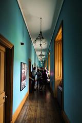 Blue Hall (Thomas Verleene) Tags: ireland irlande kilkenny chateau chateaux château châteaux castle castles hall galery color colors couloir galerie travel visit visite voyage voyages discover toit mur fenêtre fenêtres bois tableau tableaux