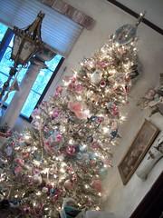 Getting Ready..... (simplychictiques) Tags: christmas2017 holiday tree christmastree goldtinseltree ornaments antiques festive decorating spokanewashington