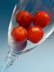 "Un brindis ""Txin-txin"" (josuneetxebarriaesparta) Tags: glass plums okaranak copa ciruelas brindis cumpleaños birthday artistic creative artística creativa"
